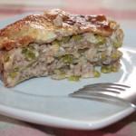 Lasagna di grano saraceno con carne, piselli e besciamella all'olio extravergine d'oliva
